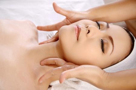 Photo pour Beautiful asian woman get facial massage on the spa  - image libre de droit