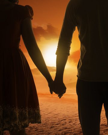 Photo pour Young couple silhouette on a beach on sunset background - image libre de droit