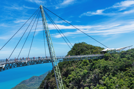 Photo pour Sky bridge symbol Langkawi island. Adventure holiday. Modern construction. Tourist attraction. Travel concept. - image libre de droit