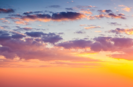 Photo pour Beautiful nature background. Colorful sunset. Dramatic sky. - image libre de droit