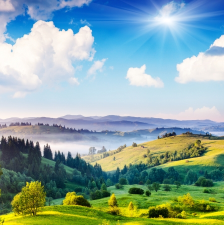 Foto de Beautiful sunny day is in mountain landscape. Carpathian, Ukraine, Europe. Beauty world. - Imagen libre de derechos
