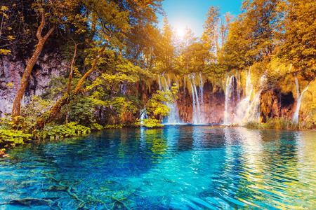 Foto de Majestic view on turquoise water and sunny beams.  Plitvice Lakes National Park, Croatia - Imagen libre de derechos