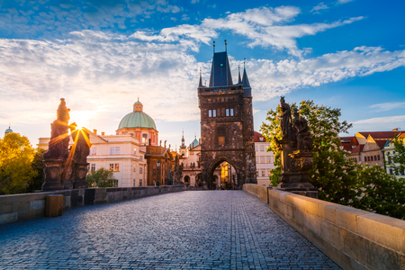 Foto per Fantastic view of the Saint Francis of Assisi Church. Location famous place Charles Bridge (Karluv Most) and lesser town bridge tower on river Vltava. Prague, Czech Republic, Europe. Beauty world. - Immagine Royalty Free
