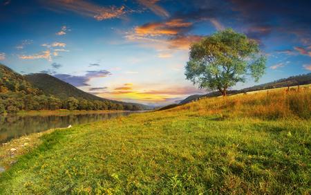 Photo pour Beautiful morning landscape with the river - image libre de droit