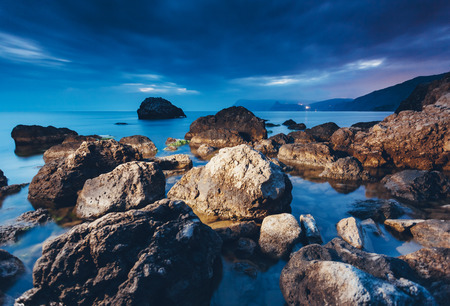 Photo pour Magic sea in the evening light on a gloomy sky. Dramatic and gorgeous scene. Location place Black Sea, Crimea, Ukraine, Europe. Blue toning effect. Artistic picture. Discover the world of beauty. - image libre de droit