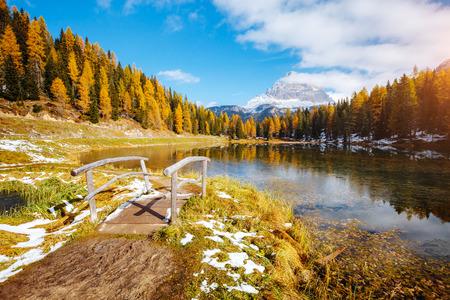Foto de Scenic image of the lake Antorno in National Park Tre Cime di Lavaredo. Location Dolomiti alps, South Tyrol, Italy, Europe. Adventure vacations, lifestyle hiking concept. Explore the beauty of earth. - Imagen libre de derechos