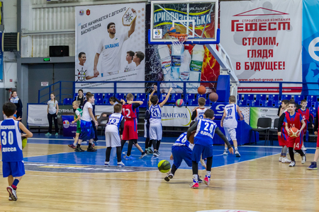 Foto de Odessa, Ukraine - December 23, 2018: young children play basketball, participate in children's sports competitions during celebration children's sports basketball club of children's sports school - Imagen libre de derechos