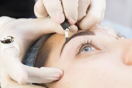 Foto de Microblading eyebrows workflow in a beauty salon - Imagen libre de derechos