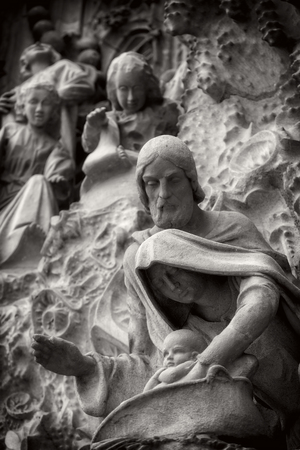 Foto de BARCELONA, SPAIN - 13 JANUARY 2018: Black and white image elements of architecture and statues of the entrance to the old part of the Sagrada Familia. - Imagen libre de derechos