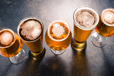 Foto de Beer glasses on a dark table - Imagen libre de derechos