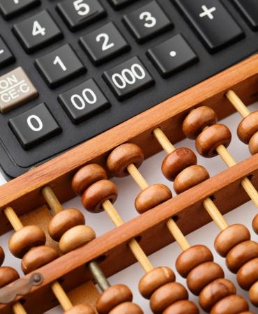 Foto de Calculator and abacus - Imagen libre de derechos