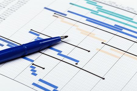 Photo pour Project plan with pen - image libre de droit