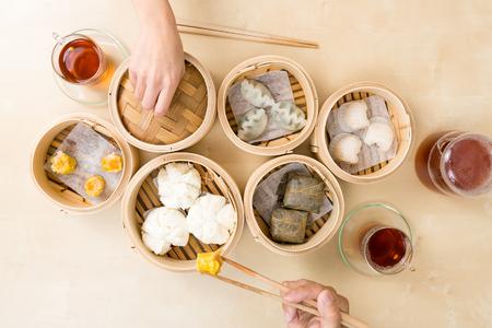 Photo pour Top view of people eating dim sum - image libre de droit