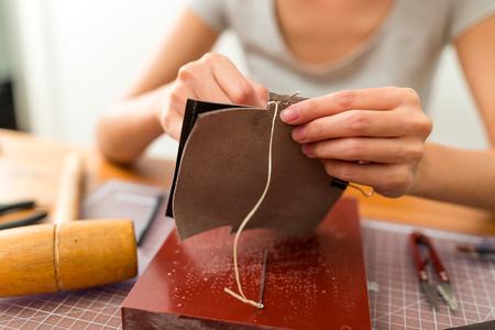 Photo pour Woman making leather - image libre de droit