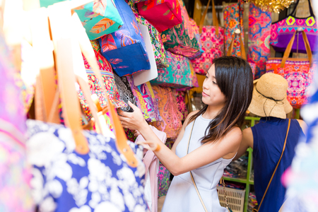 Photo pour Asian Woman shopping in weekend market - image libre de droit