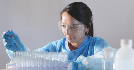Foto de Female doctor analyzing liquid in test tube - Imagen libre de derechos