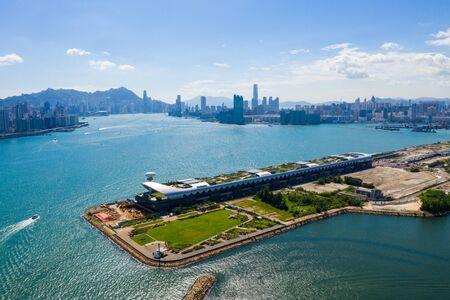 Foto de Cruise terminal building in Hong Kong - Imagen libre de derechos