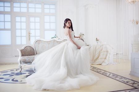 Photo pour Portrait of beautiful bride. Wedding dress with open back. Wedding decoration - image libre de droit