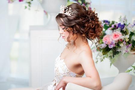 Foto de Profile portrait, wedding hair style, brunette with curly hair. Beautiful girl in a wedding dress. Close-up - Imagen libre de derechos