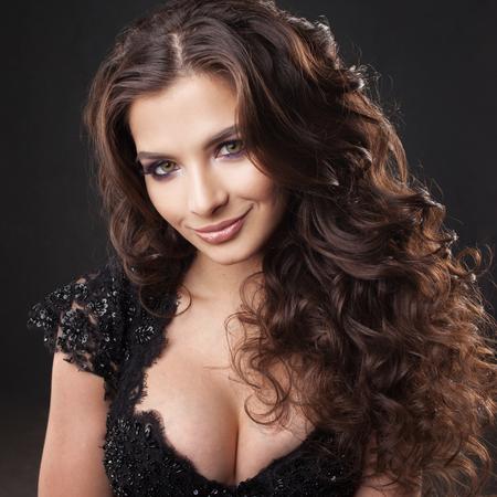 Photo pour Portrait of a young attractive woman with gorgeous curly hair. Attractive brunette. Close up - image libre de droit