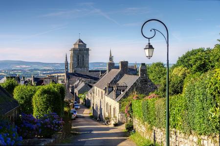 Photo pour medieval village of Locronan, Brittany in France - image libre de droit