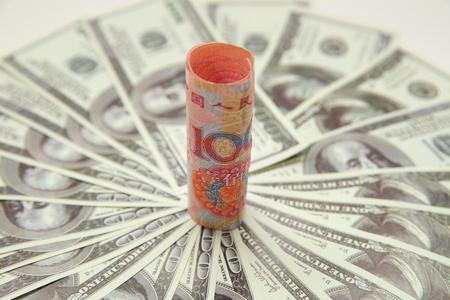 Photo pour US dollar with renminbi banknote - image libre de droit