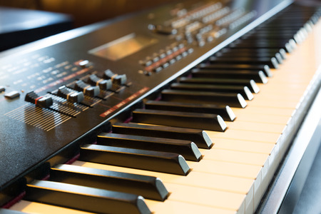 Photo pour Electronic musical keyboard synthesizer close-up - image libre de droit
