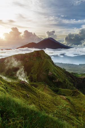 Photo pour Active Indonesian volcano Batur in the tropical island Bali. Indonesia. Volcano sunrise serenity. Dawn sky at morning in mountain, travel concept - image libre de droit