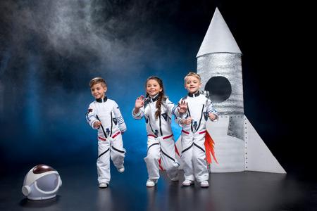 Photo pour Kids playing astronauts - image libre de droit