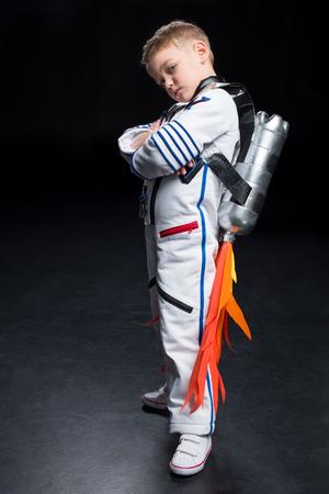 Photo pour Boy in astronaut costume - image libre de droit