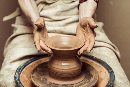 Photo pour female hands working on potters wheel - image libre de droit