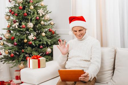 Photo pour man making video call on christmas - image libre de droit