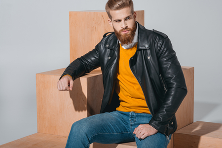 Photo pour fashionable man in leather jacket - image libre de droit