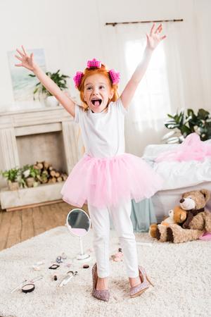 Foto de excited little girl in high heels - Imagen libre de derechos