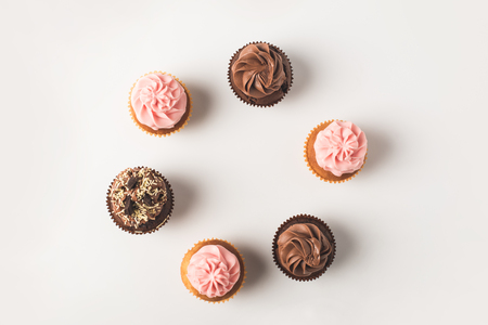Photo pour cupcakes with frosting - image libre de droit