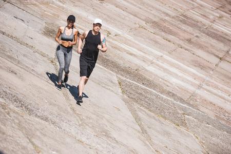 Photo pour couple jogging on slabs - image libre de droit