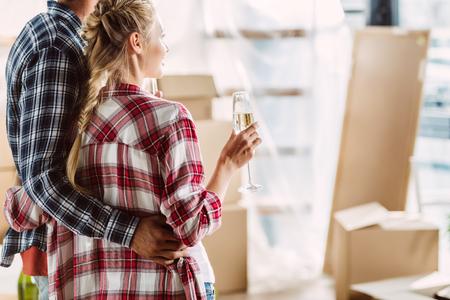 Photo pour couple drinking champagne in new house - image libre de droit
