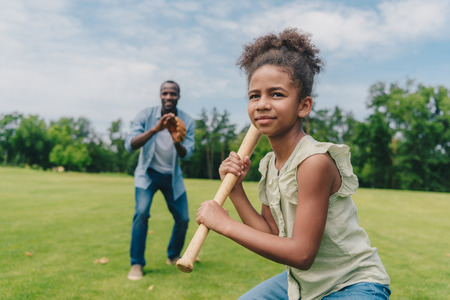 Photo pour african american family playing baseball - image libre de droit