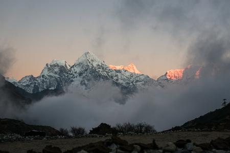 Photo pour beautiful scenic landscape with snowy mountains at sunset - image libre de droit