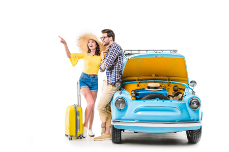 Photo pour travelers with luggage standing by car - image libre de droit