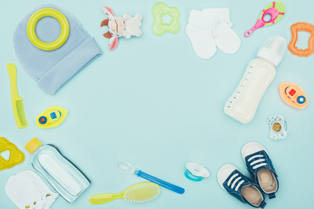 Photo pour baby clothes, equipment and milk isolated on blue - image libre de droit