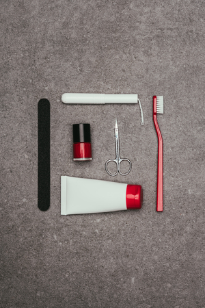 Photo pour top view of arrangement of various feminine hygiene supplies - image libre de droit