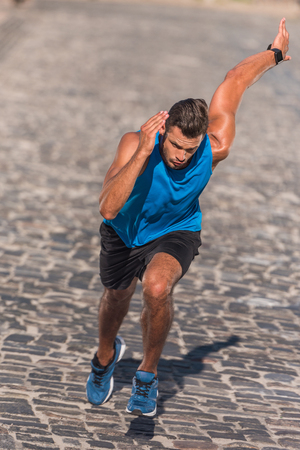 Photo pour sportsman running in city - image libre de droit