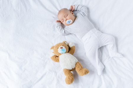 Photo pour sleeping baby with toy - image libre de droit