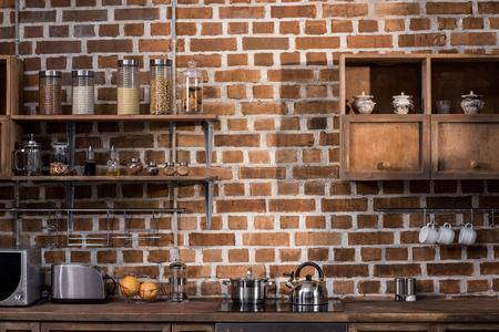 Foto de kitchen with various arranged jars with spices and other equipment - Imagen libre de derechos