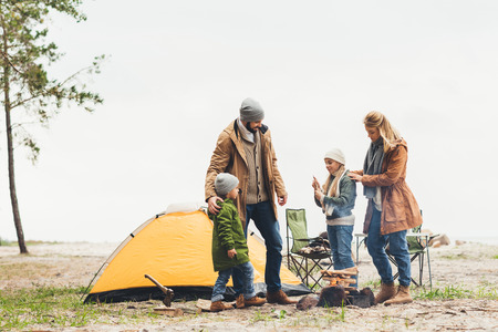 Photo pour beautiful family having camping trip on cold cloudy day - image libre de droit