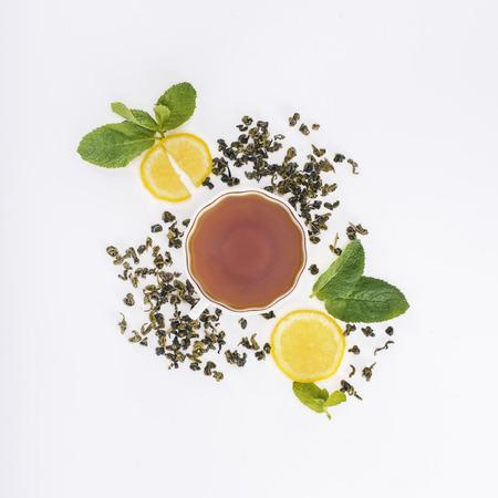 Foto de top view of herbal tea in cup, lemon slices and mint leaves on grey - Imagen libre de derechos