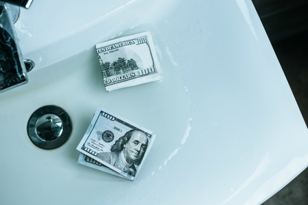 Photo pour top view of us dollars in water in sink - image libre de droit
