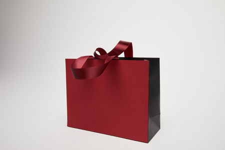 Photo pour one new burgundy shopping bag isolated on white - image libre de droit