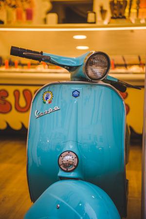 Photo pour ROME, ITALY - 10 MARCH 2018: close-up shot of vintage vespa scooter parked on street of Rome - image libre de droit